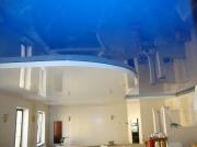 Натяжной потолок 2х уровневый сине-белый глянец