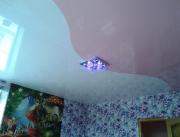 Натяжной потолок 2х цв.глянец криволинейная спайка