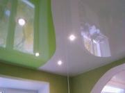 Натяжной потолок с криволинейной спайкой, двухцветный