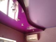 Натяжной потолок фиолетовый глянец