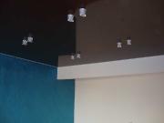 Натяжной потолок коричневый глянцевый